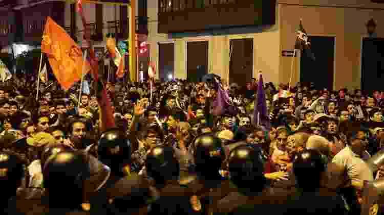 Manifestantes foram às ruas para defender medida de Vizcarra - Reuters