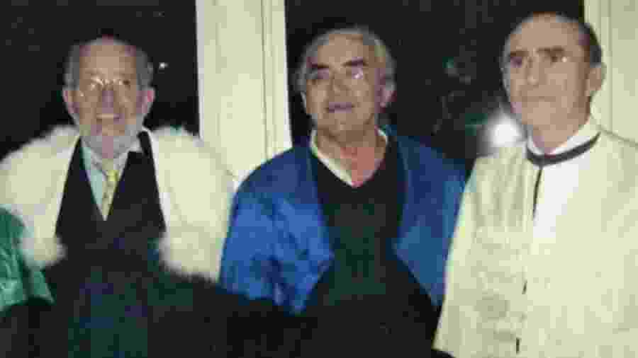 Michel Mayor (à esquerda) ao lado do professor José Renan e do ex-reitor Ivonildo Rego durante recebimento do título honoris causa na UFRN, em 2006 - Arquivo/UFRN