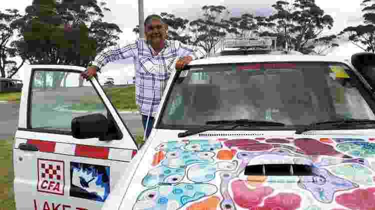 Charmaine Sellings com sua caminhonete - CFA