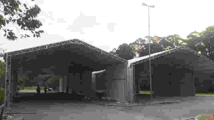 Tendas onde serão colocadas câmaras frigoríficas para armazenar corpos - Felipe Pereira - Felipe Pereira