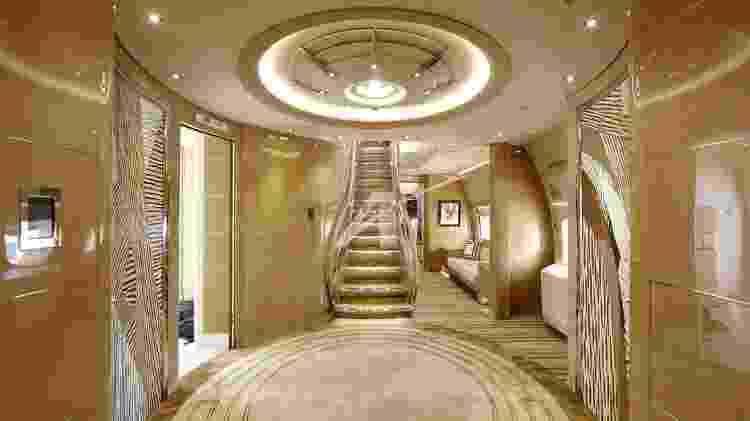 Entrada do Boeing 747 lembra a recepção de um hotel cinco estrelas - Divulgação - Divulgação