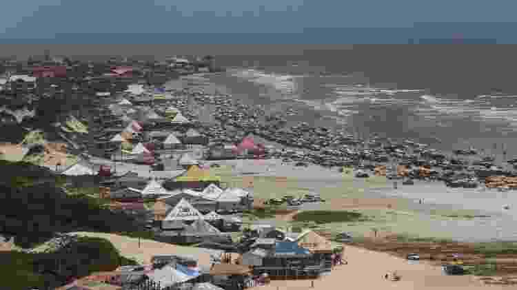 Maré leva carros de luxo após moradores furarem quarentena e dormirem em praia de Belém - Alex Ribeiro/Agência Pará - Alex Ribeiro/Agência Pará