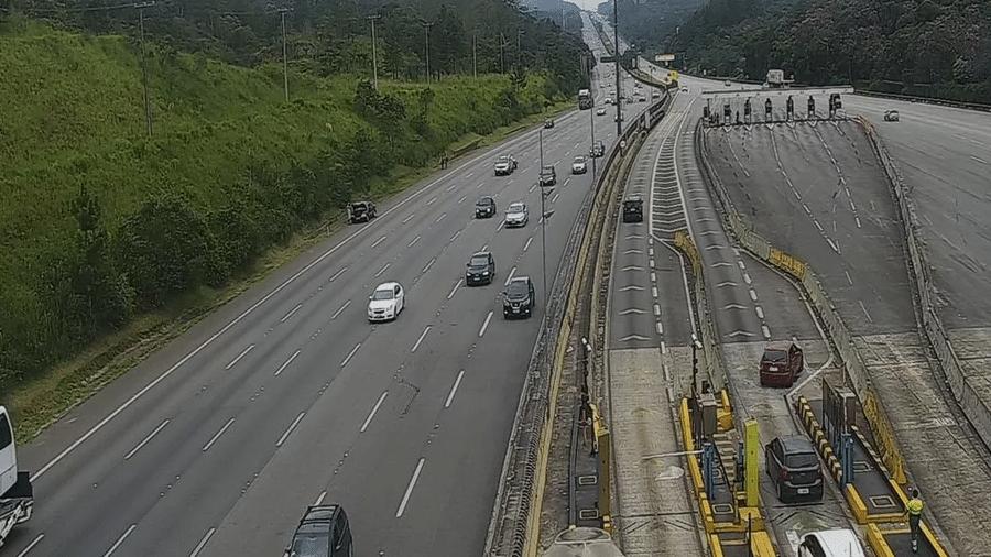 Rodovias do Sistema Anchieta Imigrantes registraram mais de 216 mil veículos rumo ao litoral paulista - Reprodução/Ecovias
