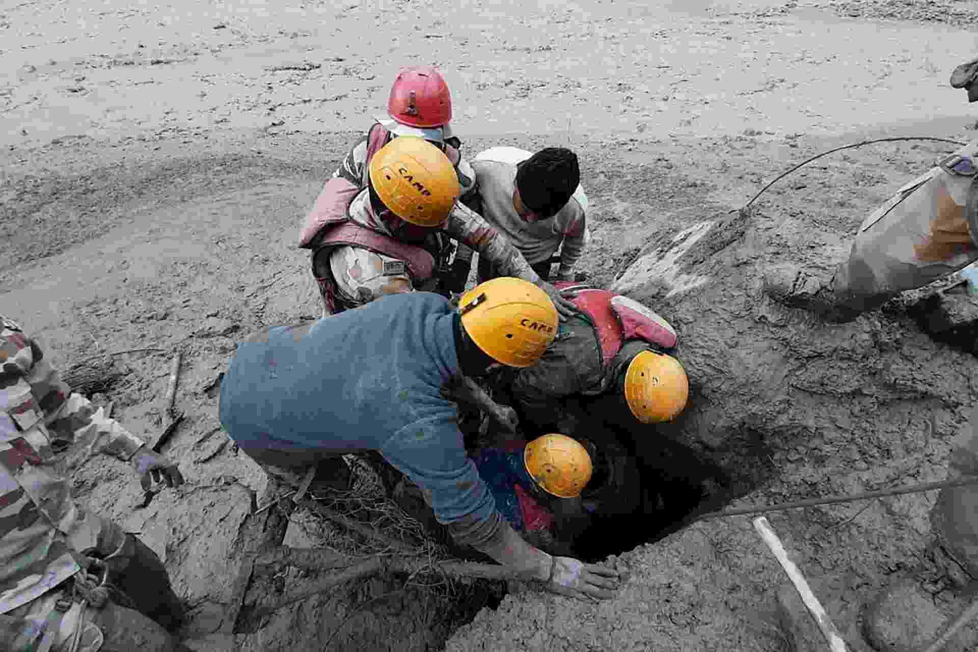07.fev.2021 - Rompimento de geleira no Himalaia deixa mortos na Índia - AFP PHOTO/Indo-Tibetan Border Police (ITBP)