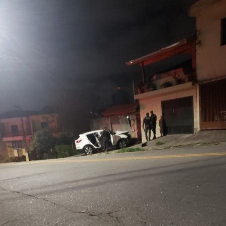 Imagens gravadas em rua de SP mostram PMs da Rota ao lado de carro parado em ação que resultou na morte de dois suspeitos - Reprodução