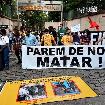 07.mai.2021 - Manifestantes realizam um protesto contra a operação da Polícia Civil na qual 25 pessoas morreram ontem, em frente à Cidade da Polícia, no Rio de Janeiro - WILTON JUNIOR/ESTADÃO CONTEÚDO