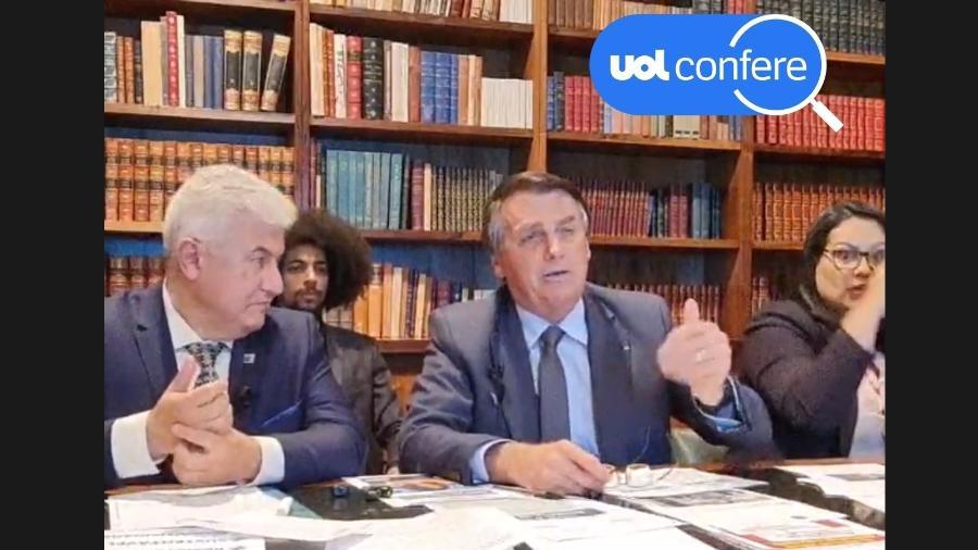 8.jul.2021 - O presidente Jair Bolsonaro em sua live semanal. À esquerda na foto, o ministro da Ciência, Tecnologia e Inovações, Marcos Pontes - Reprodução/YouTube Jair Bolsonaro