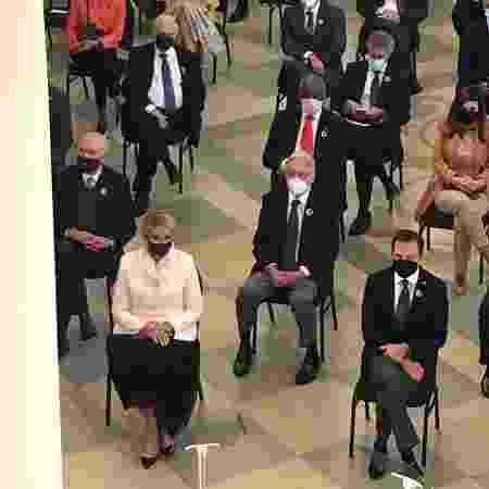 João Doria, na primeira fileira à direita, e Michel Temer, de gravata roxa, Fernando Henrique Cardoso, de gravata roxa e calça cinza, na segunda fileira, em evento de reinauguração do Museu da Língua Portuguesa, em São Paulo - Gabriel Toueg/UOL - Gabriel Toueg/UOL