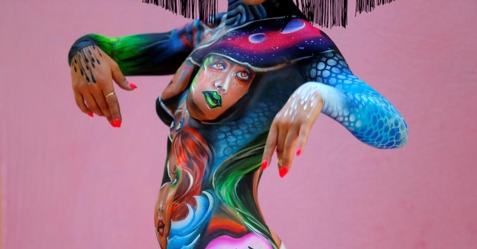 1º.jul.2016 - Modelo posa para foto com o corpo todo pintado durante o Festival Mundial de Bodypainting, em Poertschach, Aústria. O festival teve início na sexta e até o domingo deve reunir especialistas em pintura corporal de 45 países