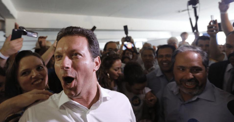 30.out.2016 - Já como prefeito eleito de Porto Alegre, Nelson Marchezan Júnior (PSDB) celebra vitória no comitê de campanha