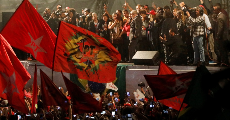10.mai.2017 - O ex-presidente Luiz Inácio Lula da Silva faz discurso para ato em seu apoio que reuniu 5.000 pessoas