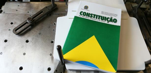 Exemplar da Constituição Federal de 1988 é impresso na gráfica do Senado - Sergio Lima/Folhapress