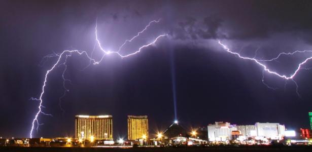 Tempestade de raios atinge Las Vegas, em Nevada (EUA)