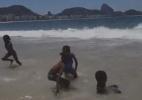 Crianças refugiadas veem mar pela primeira vez no Brasil - BBC