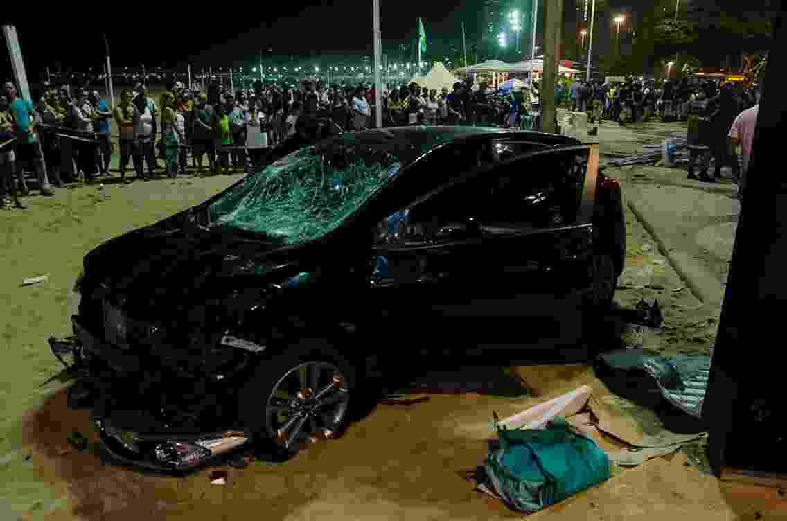 18.jan.18 -Carro invade calçadão na orla de Copacabana na noite desta quinta (18). Pelo menos 15 pessoas foram atingidas. Motorista disse ter sofrido um ataque epilético, e polícia descarta hipótese de ataque terrorista. - Vanessa Ataliba/Brazil Photo Press