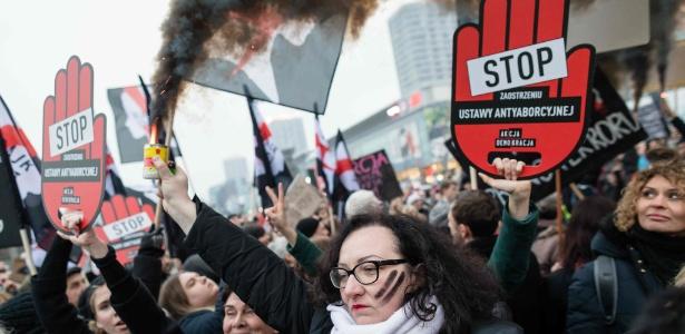 Polonesas protestam contra tentativa de endurecimento das leis de aborto - entre as mais restritivas da Europa, em março de 2018
