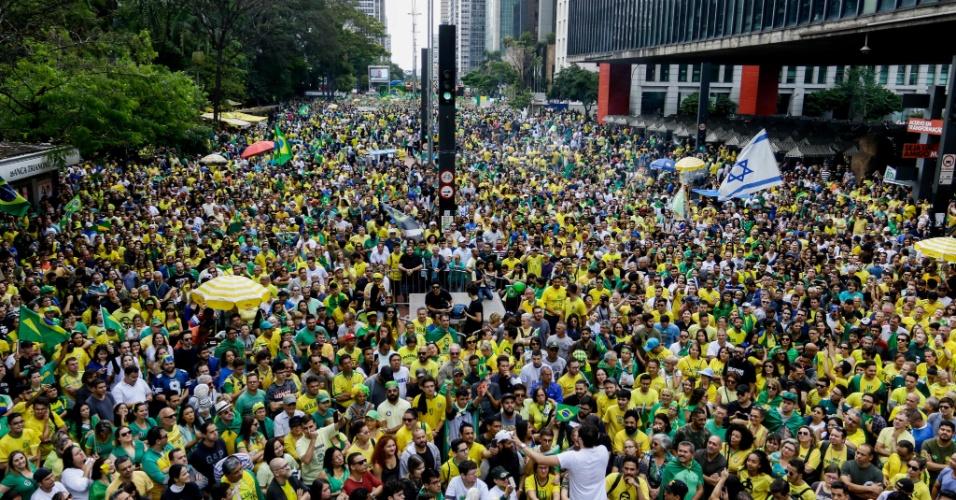 21.out.2018 - Apoiadores de Jair Bolsonaro (PSL) realizam ato na avenida Paulista, região central de São Paulo, no domingo (21)