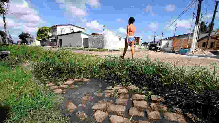 O município de Bayeux (PB) sofre com a falta de saneamento básico - Francisco França/UOL