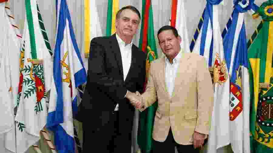 Mourão (d) voltará a substituir Bolsonaro na Presidência por dois dias - Alan Santos/PR