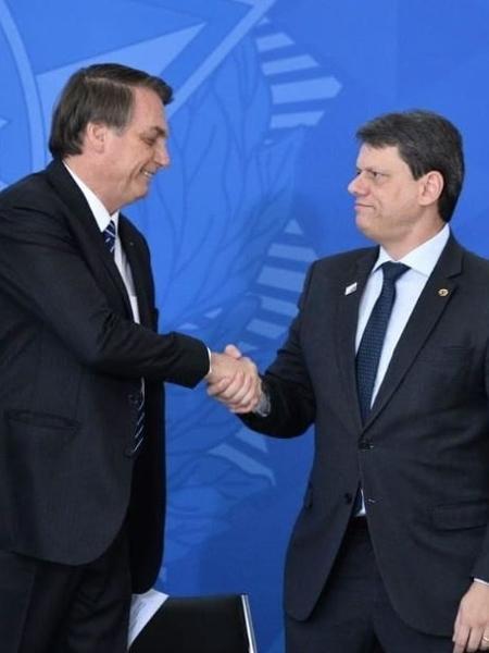 6.set.2019 - O presidente Jair Bolsonaro e o ministro da Infraestrutura, Tarcísio Gomes de Freitas - Reprodução/Twitter/tarcisiogdf