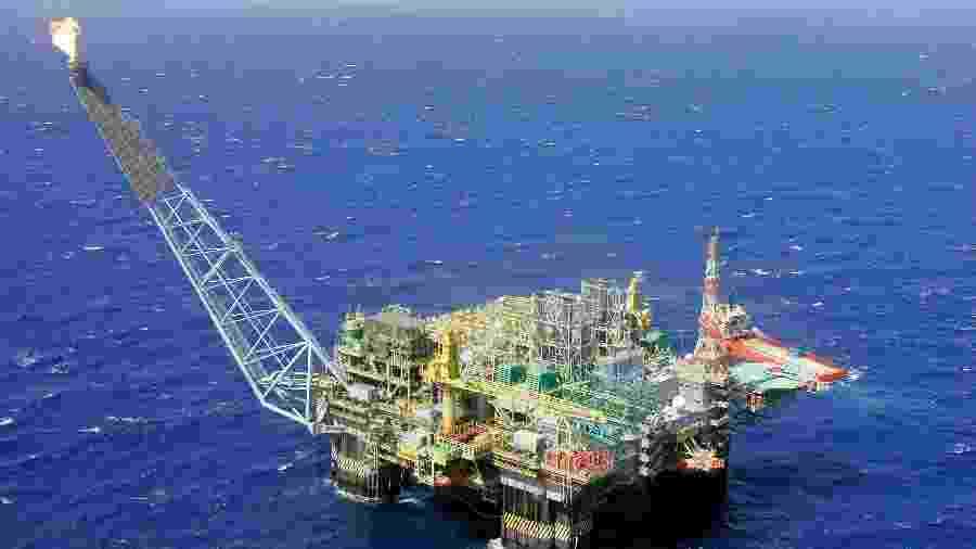 Plataforma da Petrobras na Bacia de Campos, litoral do RJ - Bruno Domingos