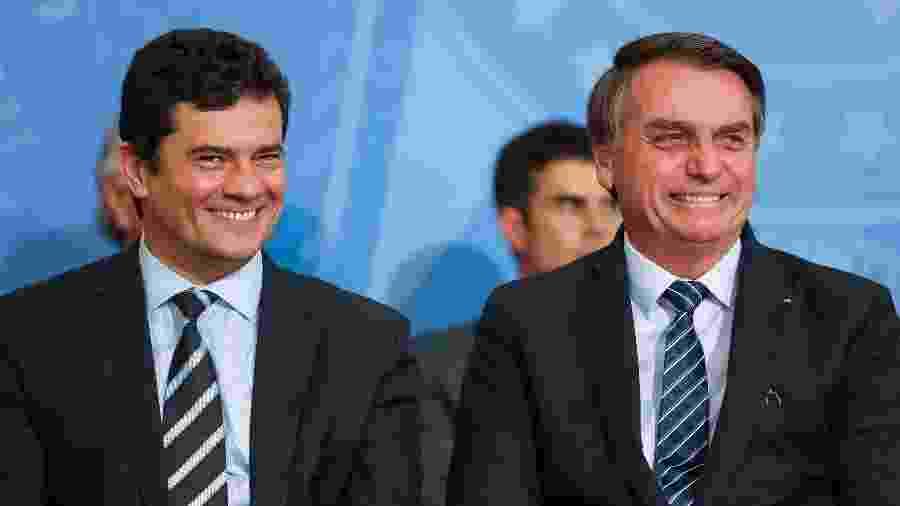 """29.ago.2019 - O então ministro da Justiça, Sergio Moro, e o presidente Jair Bolsonaro (sem partido) durante lançamento do projeto """"Em frente, Brasil"""" - Marcos Corrêa/PR"""