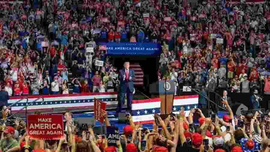 Trump com eleitores durante o comício em Tulsa, retomando a campanha presidencial - Divulgação