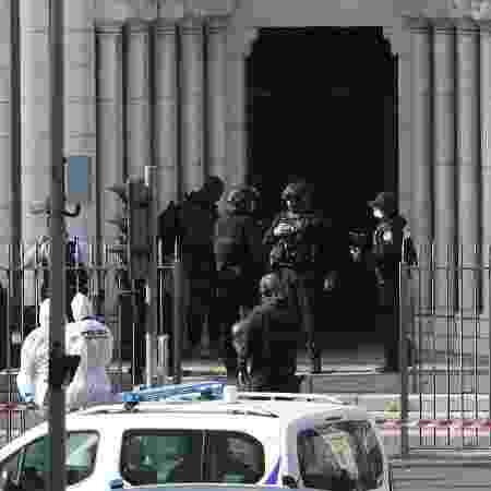 29.out.2020 - Atentado a faca na Basílica de Notre Dame de Nice, na França, deixou mortos e feridos - Valery Hache/AFP