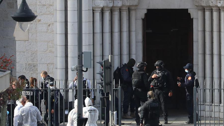 Atentado a faca perto da Basílica de Notre Dame de Nice, na França, deixou mortos e feridos - Valery Hache/AFP