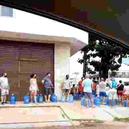 Fila para comprar água vira a esquina, em Macapá - Arquivo pessoal/Carolina Lazameth - Arquivo pessoal/Carolina Lazameth
