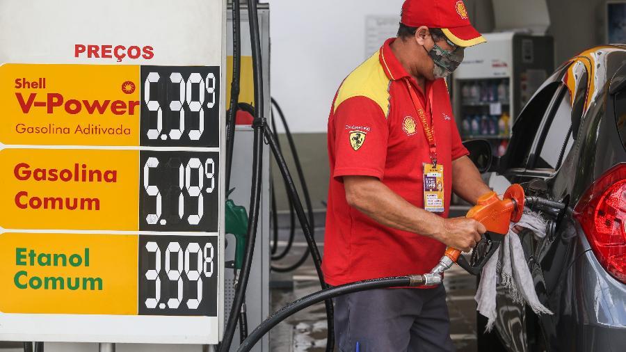 Nos postos, o valor do diesel, combustível mais consumido do país, encerrou esta semana em média R$ 4,232 por litro, praticamente estável  - MARCELO D. SANTS/ESTADÃO CONTEÚDO