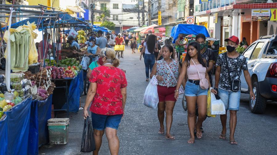 Movimento de pessoas no centro do Recife (PE) - Arthur Souza/Photopress/Estadão Conteúdo