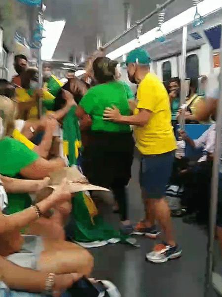 Confusão no metrô por conta de máscara teve puxão de cabelo - Reprodução de vídeo