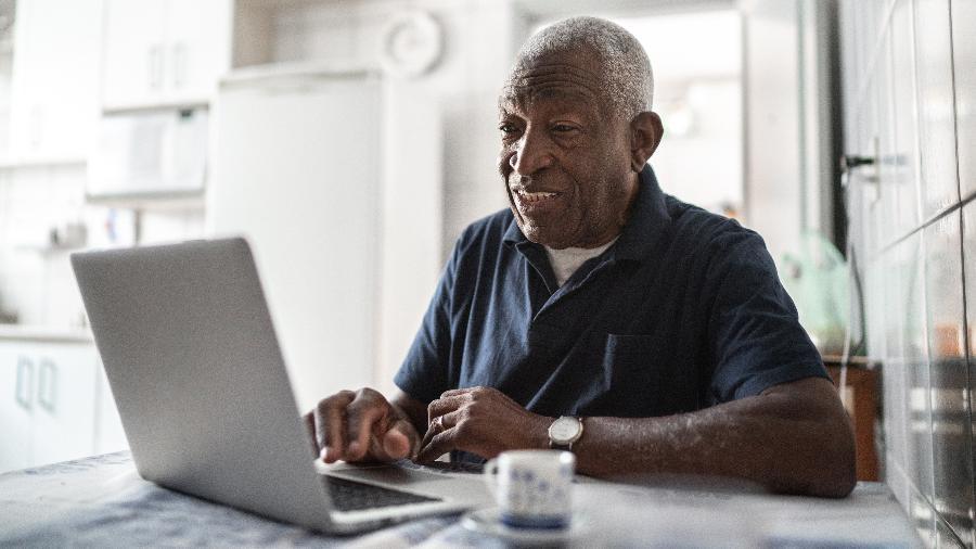 A discriminação por idade (etarismo) tem excluído bons profissionais do mercado - ainda que com alto desempenho - e diminuído a diversidade nas empresas. - FG Trade/iStock
