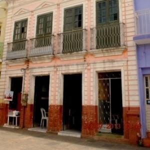 Fachada de prédio em Água Branca, Alagoas, cidade onde saiu um dos bilhetes premiados da Mega-Sena da Virada