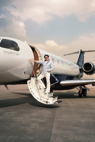 Embraer entrega jato de US$ 20 milhões para Jackie Chan
