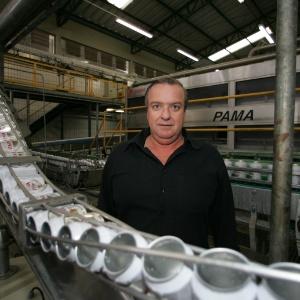 O controlador do grupo Petrópolis, Walter Faria, alvo de mandado de prisão preventiva - Luiz Carlos Murauskas-24.mai.2005/Folhapress