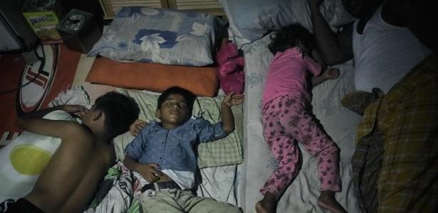 Família de Hasinah Izhar e Dil Muhammad Rahma, refugiados rohingya na Malásia