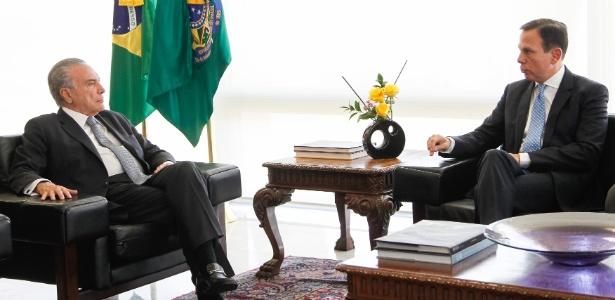 Doria (d) defende a permanência do PSDB no governo Temer até que o TSE decida pela cassação ou não do presidente