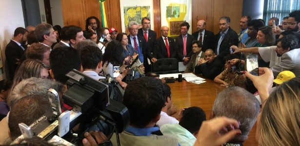 O presidente da Câmara, Rodrigo Maia (DEM-RJ), não recebeu os integrantes de movimentos sociais, juristas e parlamentares da oposição, que protocolaram o pedido de impeachment contra Temer nesta quinta-feira (8), na Câmara; na foto, sua cadeira vazia