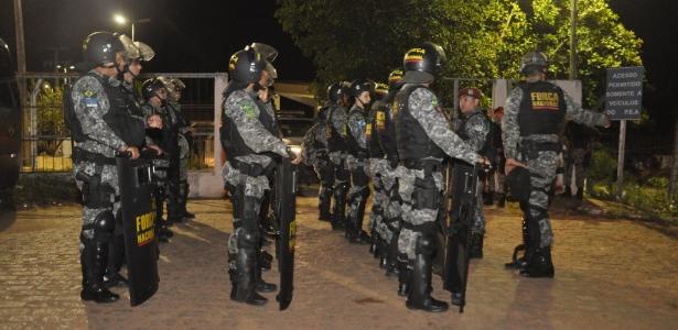 Agentes da Força Nacional chegam a Alcaçuz, na região metropolitana de Natal, em janeiro