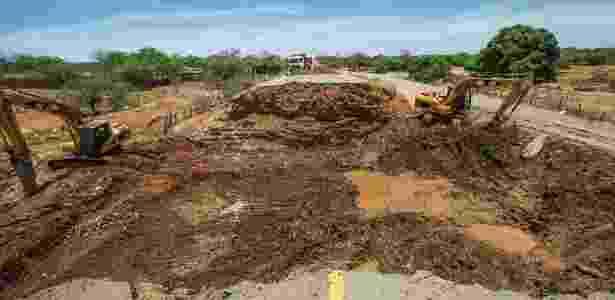 Reconstrução da rodovia Escritor Maximiano Campos - Eduardo Knapp/Folhapress - Eduardo Knapp/Folhapress