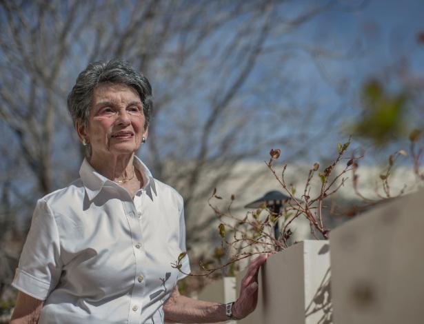 Renee Rabinovitch, 83, teve que trocar de cadeira em voo a pedido de um passageiro judeu ultraortodoxo e apresentou queixa por discriminação contra a companhia aérea - URIEL SINAI/NYT