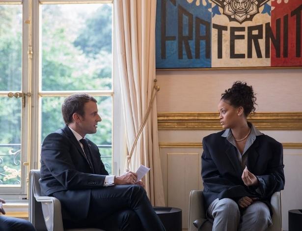 Rihanna e Macron durante encontro em julho de 2017