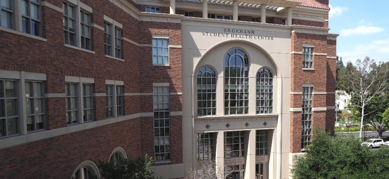 Entrada do Engemann Student Health Center, da Universidade do Sul da Califórnia (USC), onde aconteceram os abusos - Robyn Beck/AFP