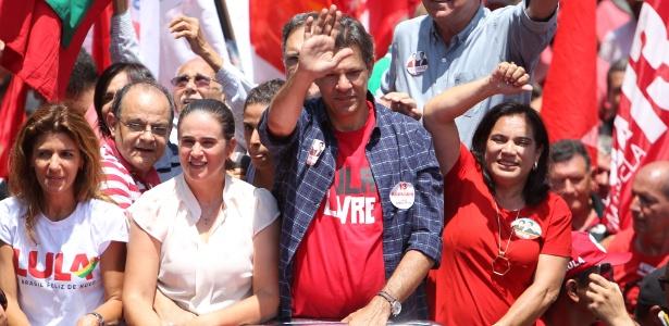 Haddad durante ato de campanha em Goiânia nesta sexta (28)
