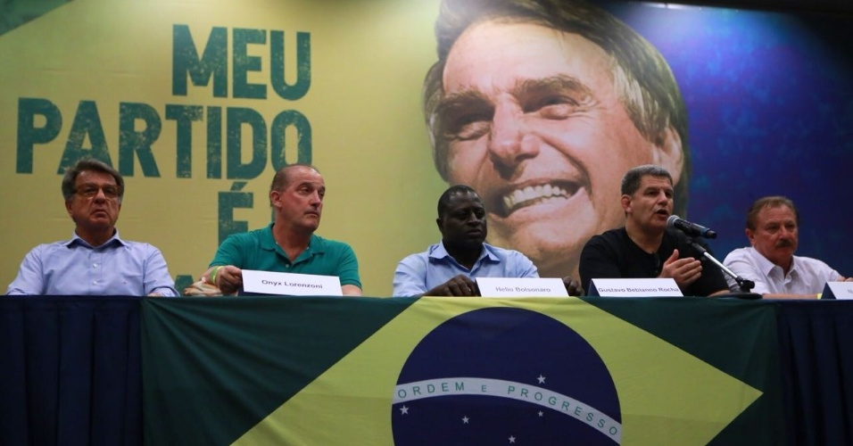 Paulo Marinho, Onyx Lorenzoni, Hélio Bolsonaro, Gustavo Bebiano Rocha e Marcelo Álvaro Antônio falaram em coletiva sobre o segundo turno das eleições