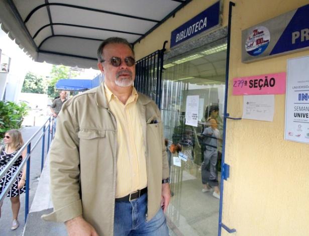 O ministro da Defesa, Raul Jungmann, vota no segundo turno das eleições 2018 na Escola Politécnica, na Zona Oeste de Recife - Marlon Costa/Futura Press/Folhapress