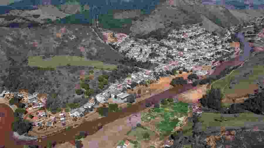 Imagem aérea de Barra Longa (MG), um dos municípios atingidos pelos rejeitos de barragens da Samarco - Ibama/Divulgação