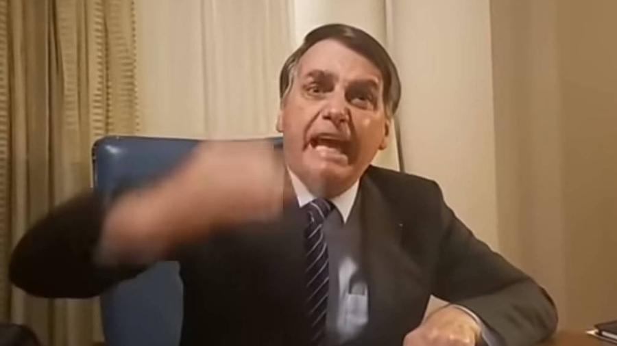 29.out.2019 - O presidente Jair Bolsonaro faz live no Facebook após reportagem da TV Globo sobre o assassinato da vereadora Marielle Franco - Reprodução/Facebook Jair Bolsonaro
